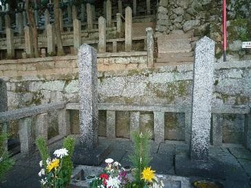 坂本竜馬の墓.jpg